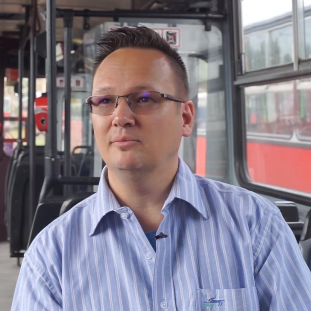 Mozgássérült emberek álmait váltja valóra a budapesti trolibuszvezető